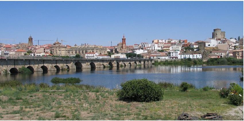 Vista de Alba de Tormes desde el río.Fuente:Wikipedia